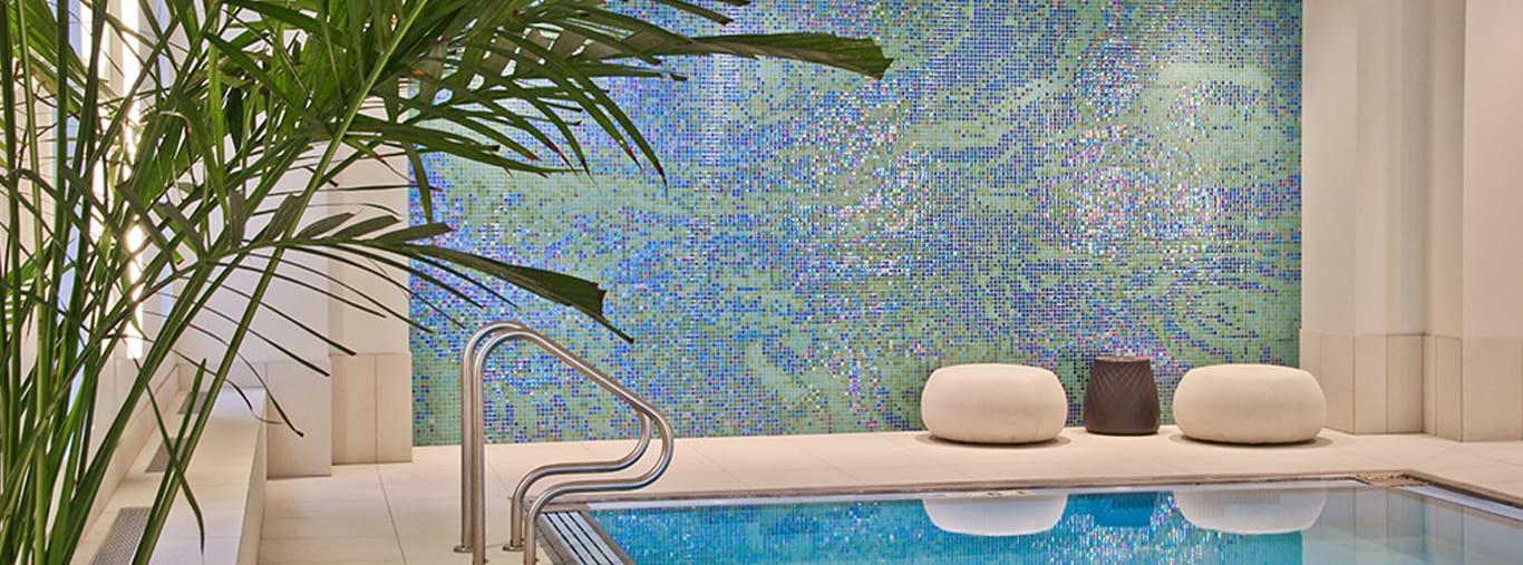 Dự án tranh mosaic và gạch ốp lát bể bơi công trình đẳng cấp 5 Sao